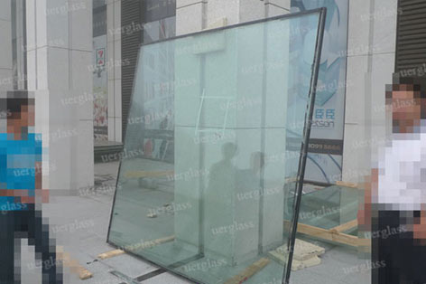 November 9, 2011 Qingdao curtain glass welding point repair